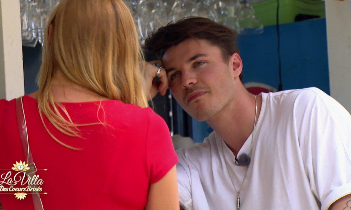 Exclu - Episode 49 : Alex va-t-il entrer dans la villa ?