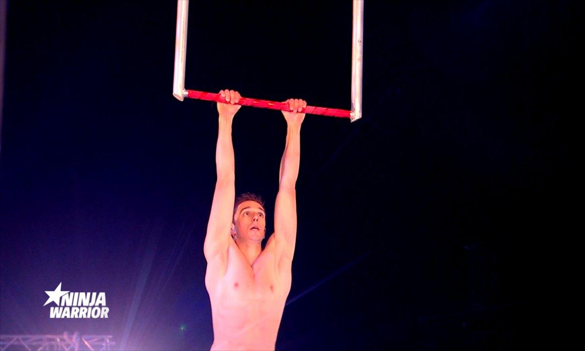 PAS VU À LA TV : L'acrobate Vincent Bonhanne s'élance sur le parcours