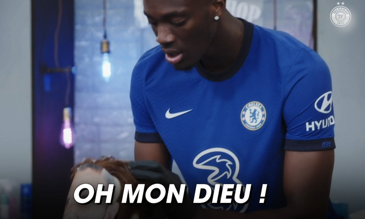 VIDEO – Quand Abraham joue le barber avec… Giroud !