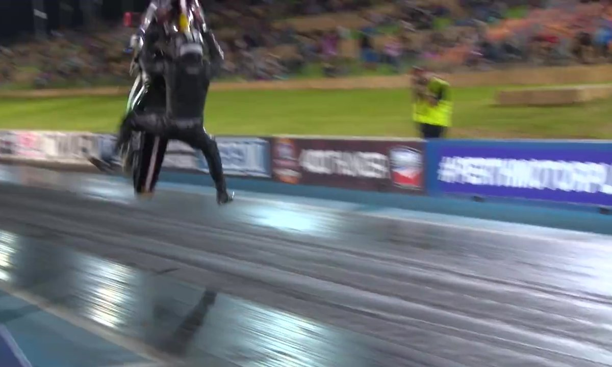 Insolite : son dragster moto décolle