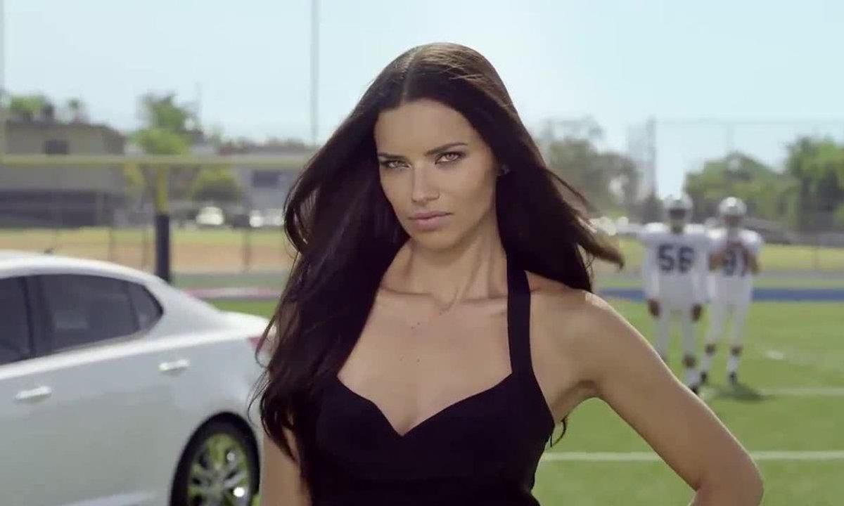 Insolite : Adriana Lima, star de Kia pour la Coupe du Monde 2014