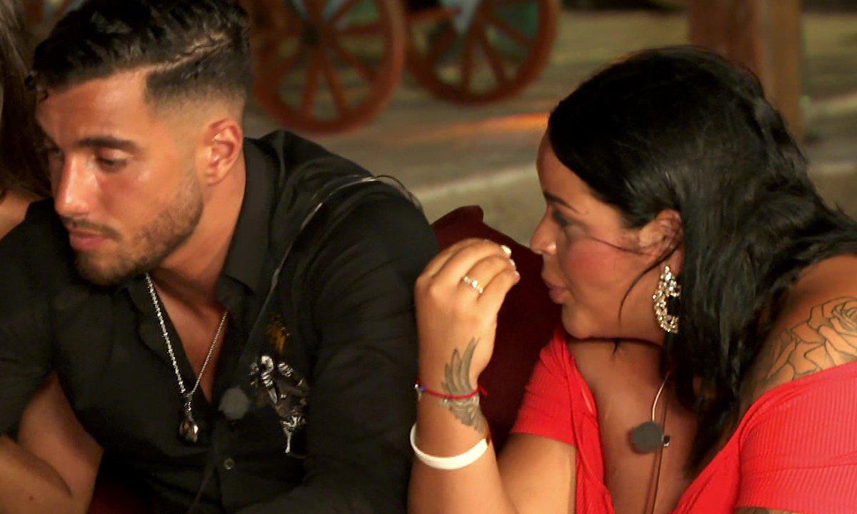 Ahmed joue avec le feu en séduisant Julie !