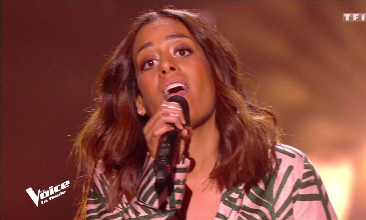 """Amel Bent : """"Si on te demande"""" en live sur la scène de """"The Voice"""""""