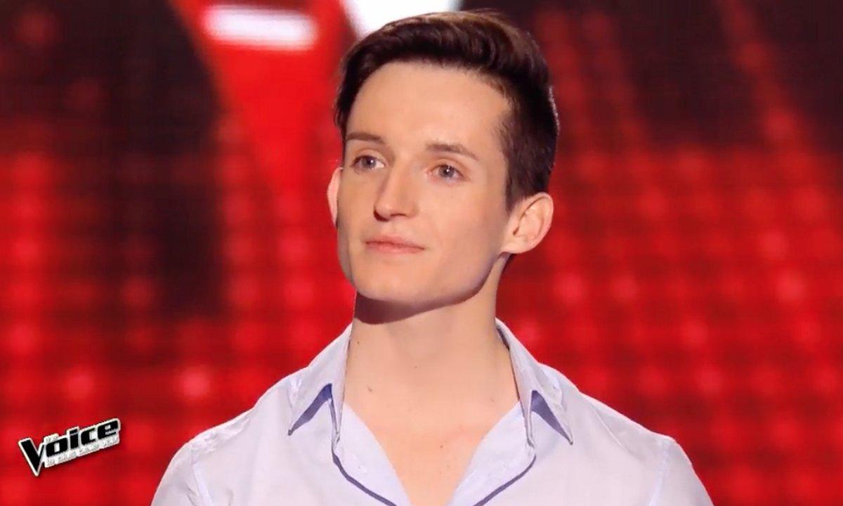 Caché par un voile, Louis interprète « Avant toi » (Calogero) (Saison 05)