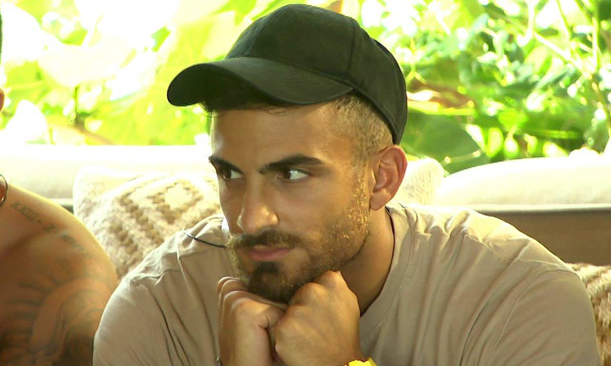 Antoine n'arrive pas à oublier Julie dans l'épisode 49 de La Villa des Cœurs Brisés