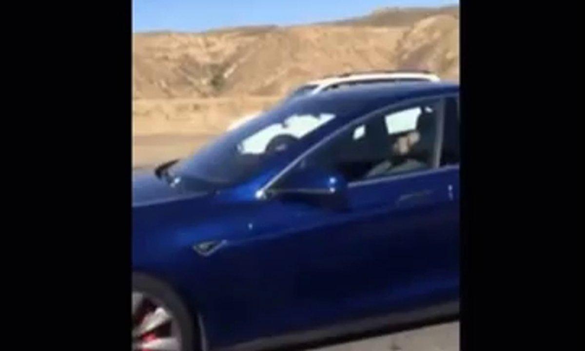 Insolite : Il s'endort au volant de sa Tesla