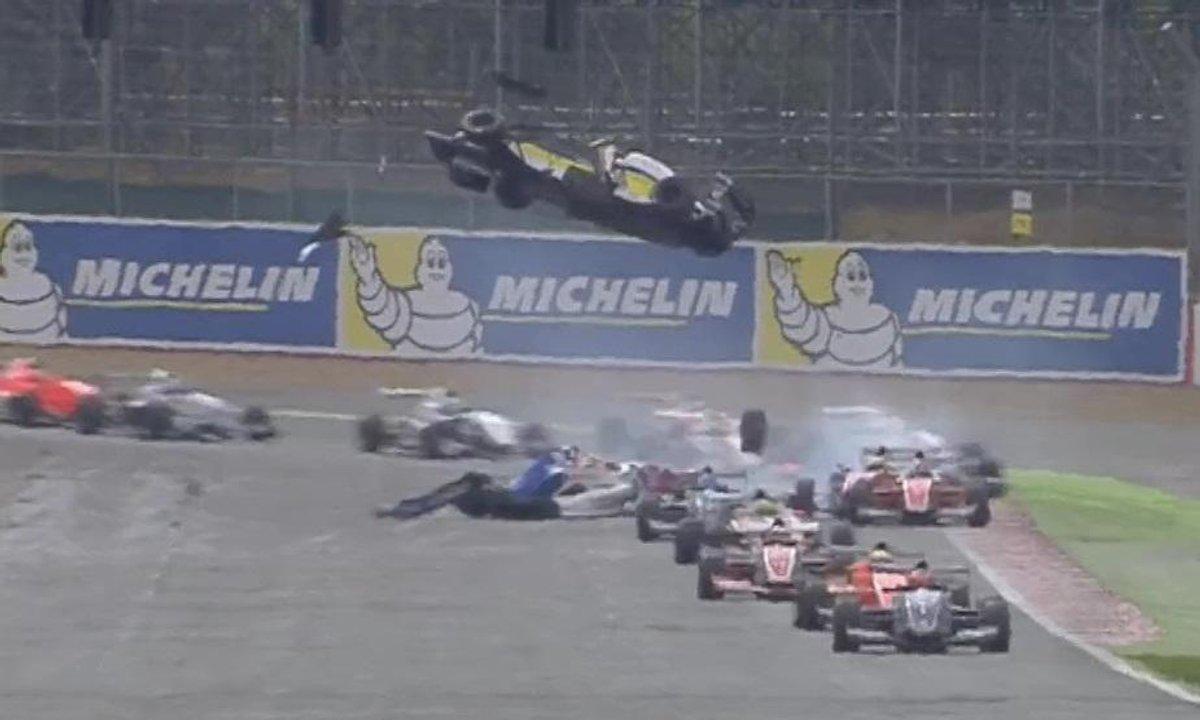 Insolite : un pilote s'envole en Formule Renault 2.0
