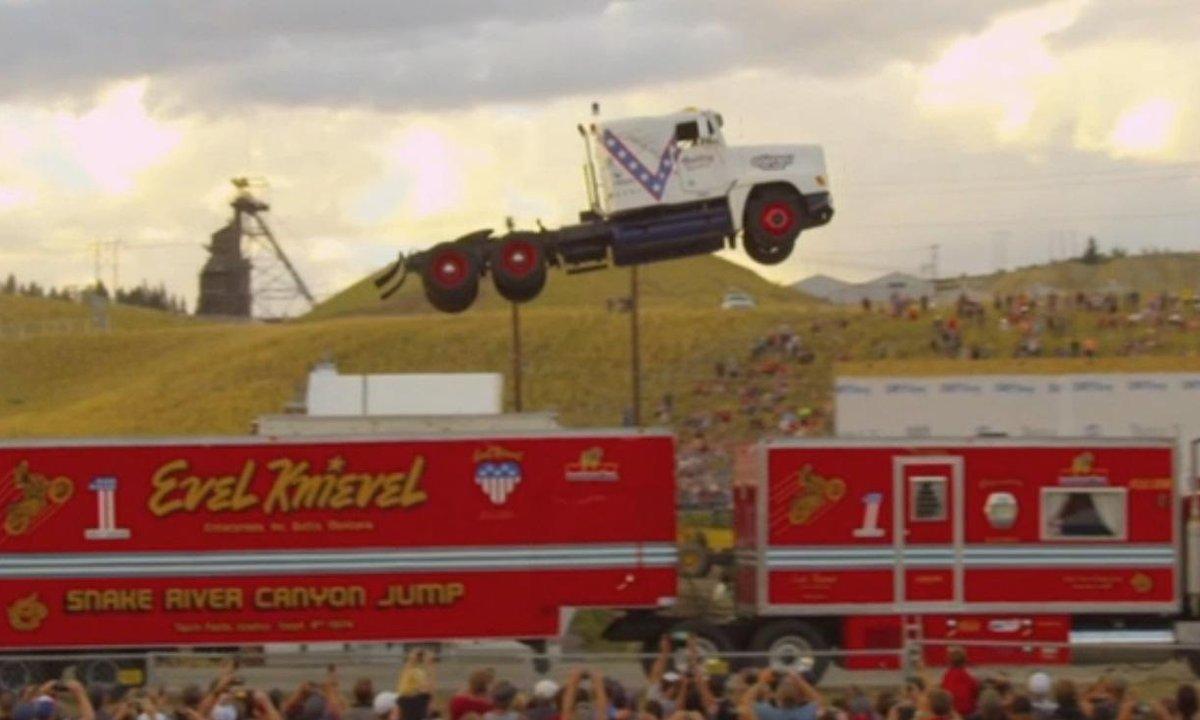 Insolite : Un saut de 50 mètres en camion !