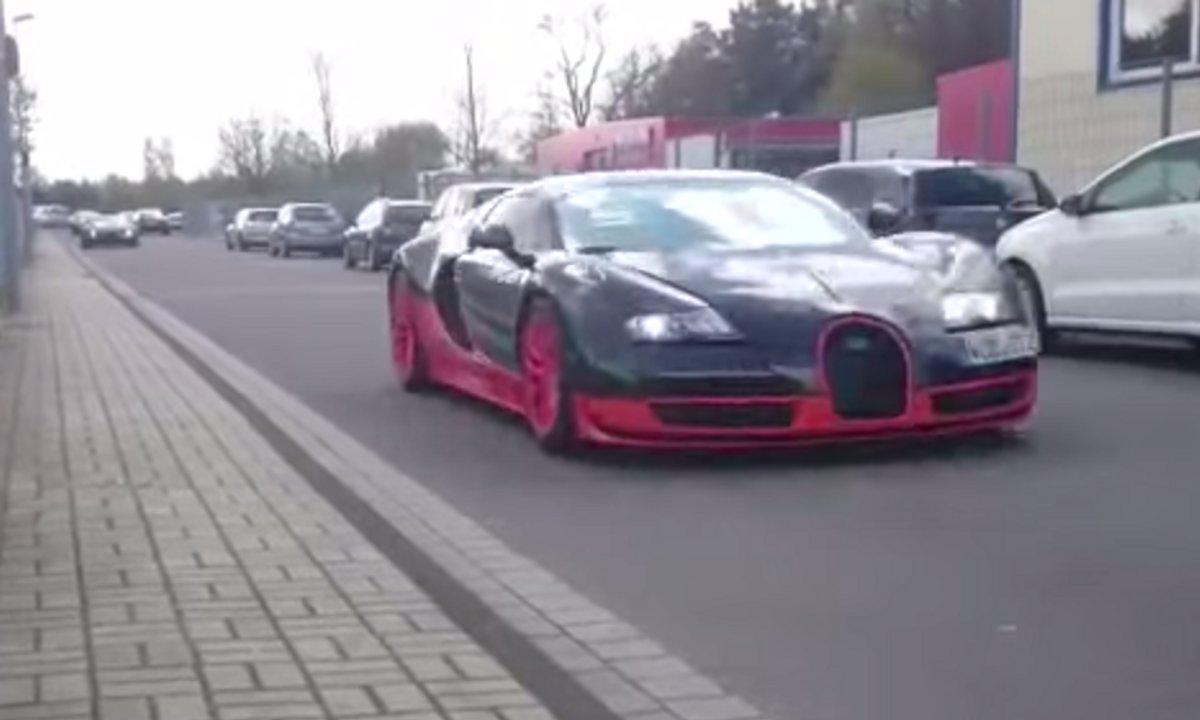 La Bugatti Chiron sur route accompagnée d'une Veyron