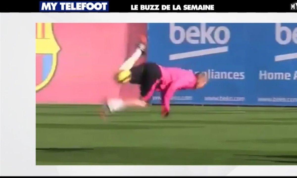 MyTELEFOOT - Le Buzz : Jérémy Mathieu se vautre à l'entraînement