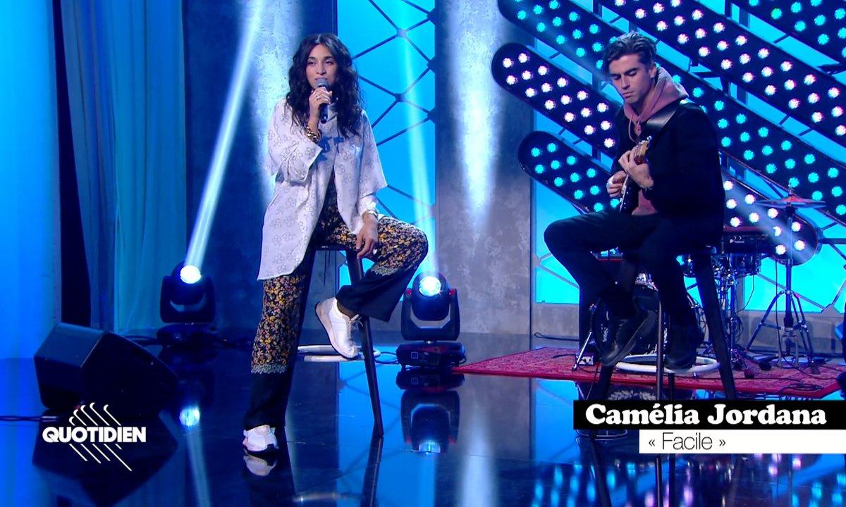 """Camélia Jordana : """"Facile"""" en live pour Quotidien (Exclu web)"""