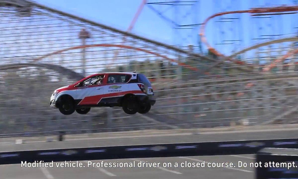 Insolite : record du saut en voiture... en marche arrière !