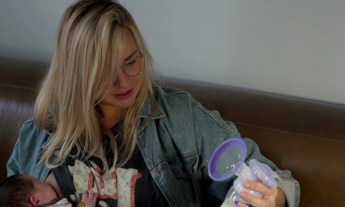 Cindy tire son lait pour la première fois