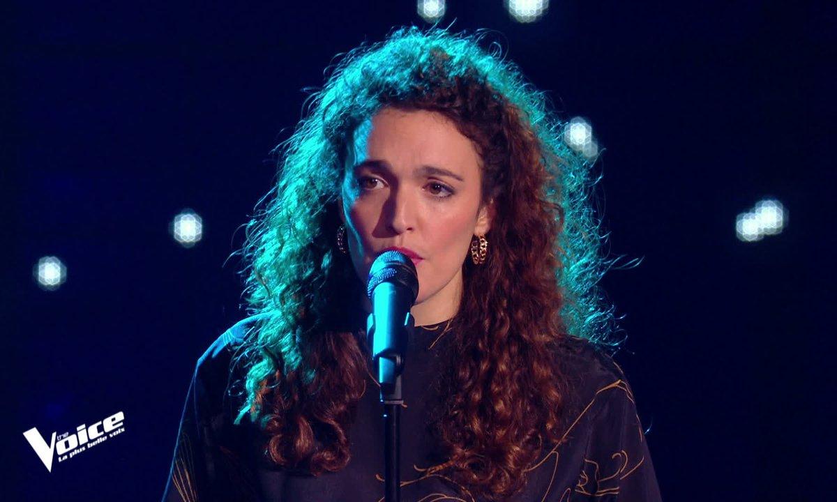 """The Voice 2021 - Clara Polaire chante """"Les bleus"""" de Régine"""