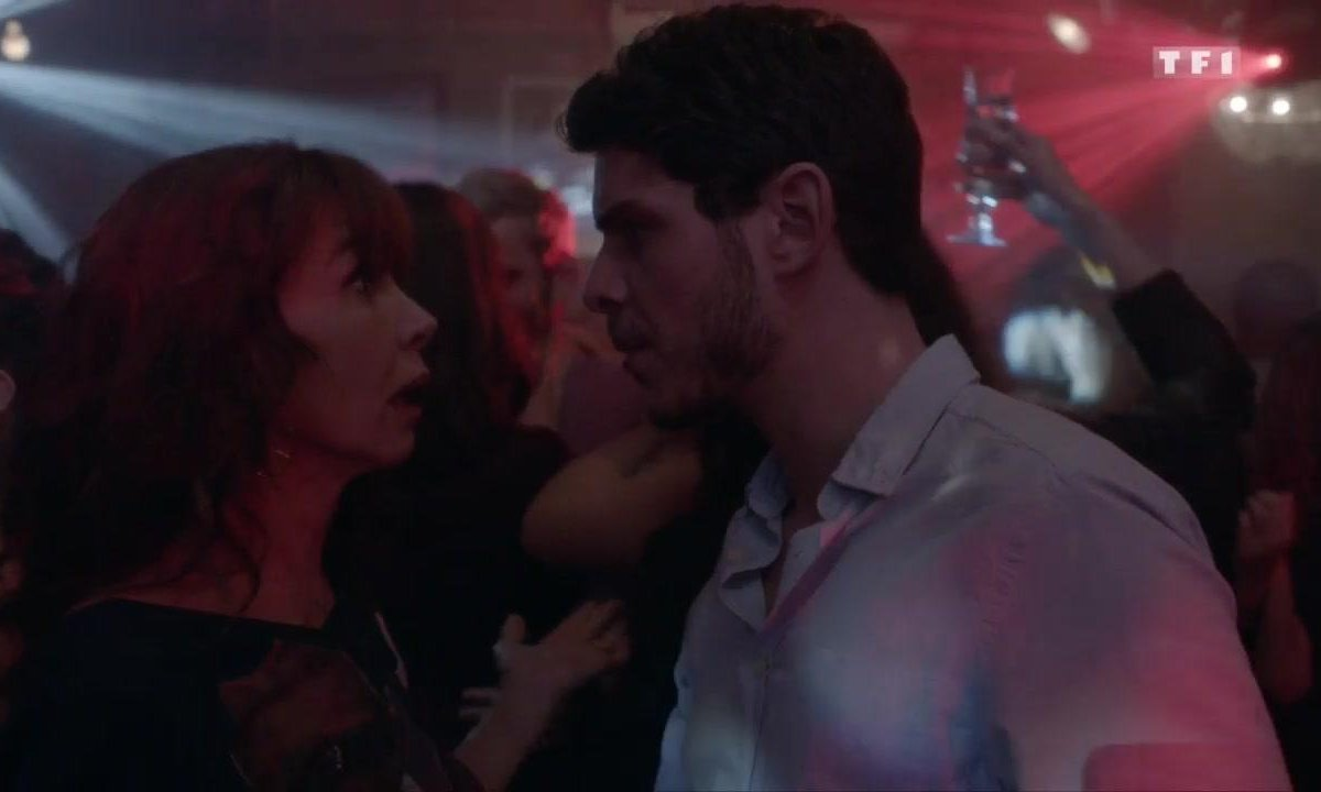 Christophe déclare sa flamme à Caro (S08E09)