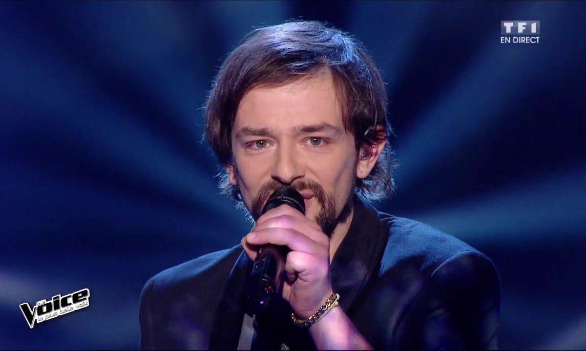 Clément Verzi interprète en direct « Elle est d'ailleurs » (Pierre Bachelet) (Saison 05)
