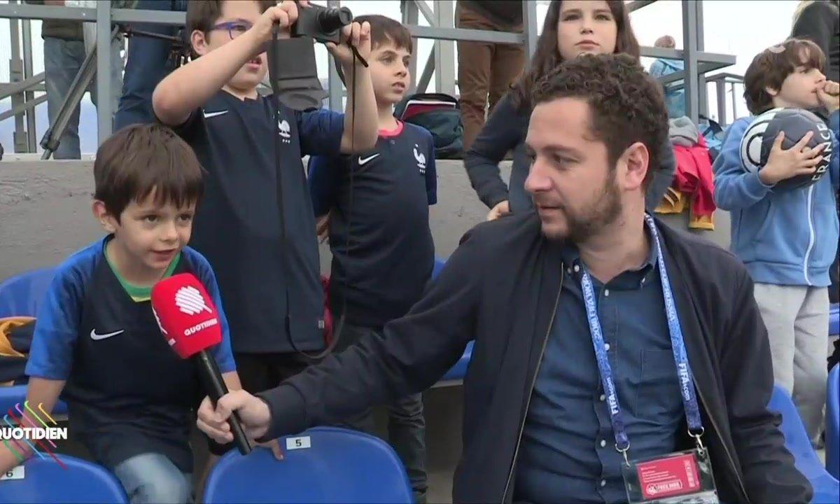 Dans les coulisses de l'entraînement des Bleus (avec des petits fans super motivés)
