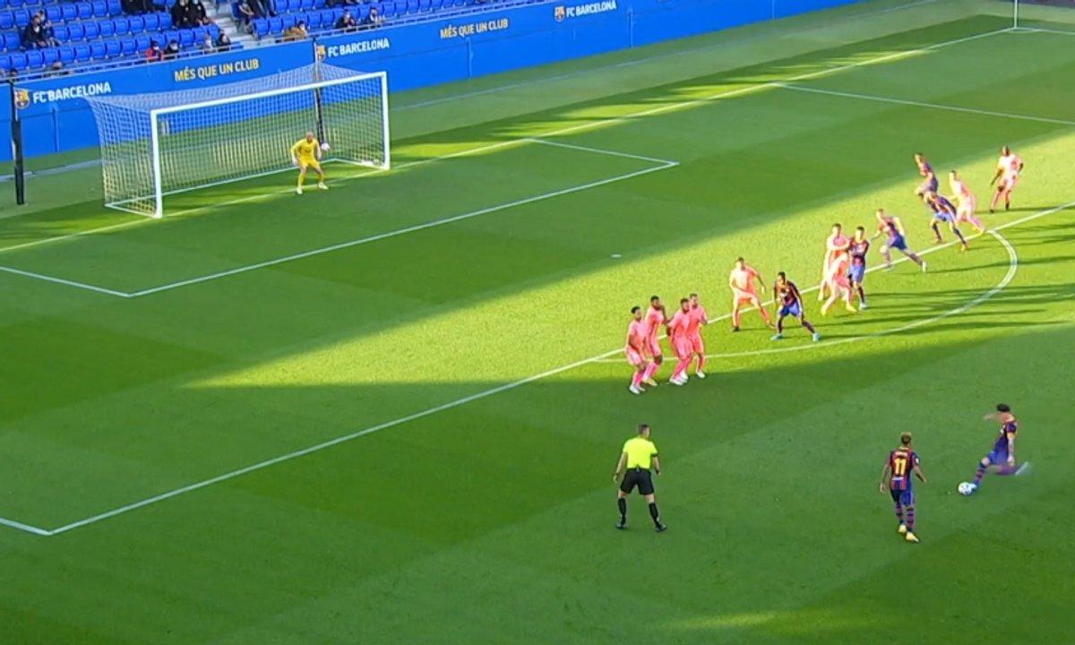 """VIDEO - Le coup franc génial du """"mini"""" Messi du Barça"""
