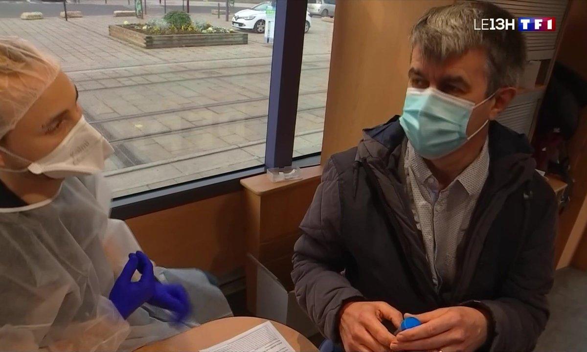 Covid-19 : la seconde campagne de dépistage massif à Saint-Étienne inaugure le test salivaire