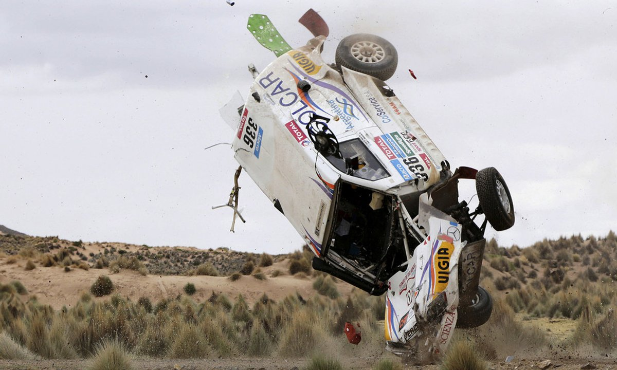 Insolite : un double accident au Dakar 2015