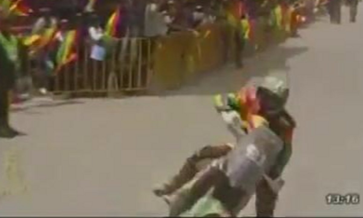 Insolite : il se plante lamentablement à l'arrivée d'une étape du Dakar