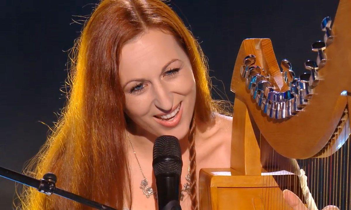 Dana nous berce  avec « Divent an Dour », un chant breton. (Saison 05)