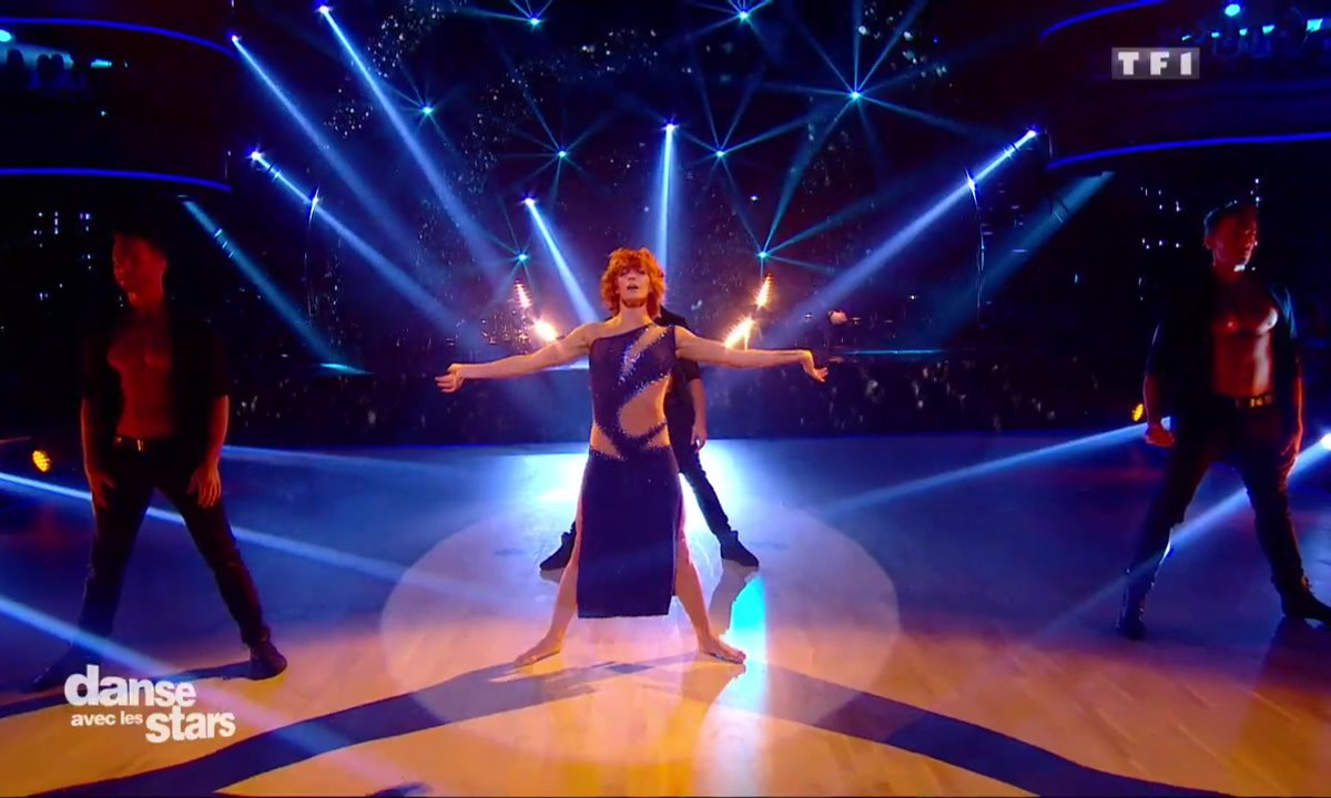 La DALS Family performe sur une danse contemporaine « Big Girls Cry » (Sia)