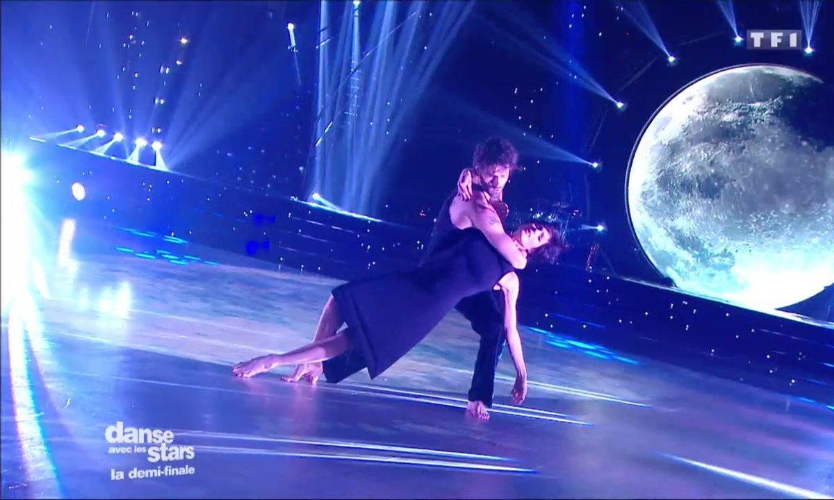 Pietra et Julien Derouault performent sur une danse contemporaine « Les Mots Bleus » (Christophe)