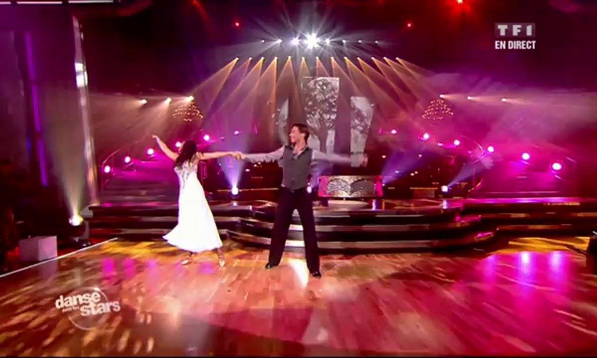 Valérie Bègue et Grégory Guichard dansent une valse sur J'envoie valser (Zazie)