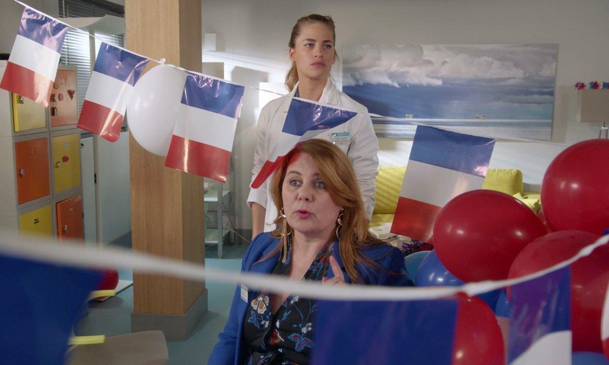 Christelle met l'hôpital aux couleurs de la Coupe du Monde de Football (épisode 236)