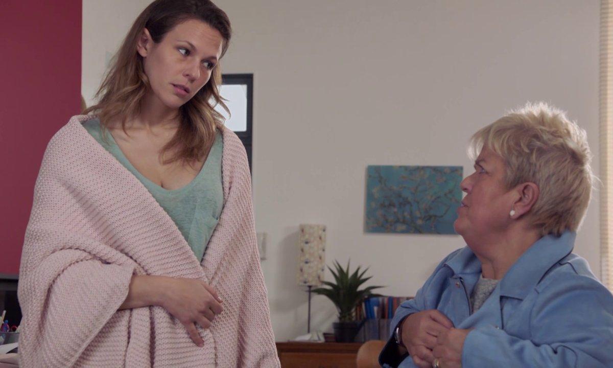 EXCLU 200ème épisode - L'arrivée de tante Pénélope (Mimie Mathy)
