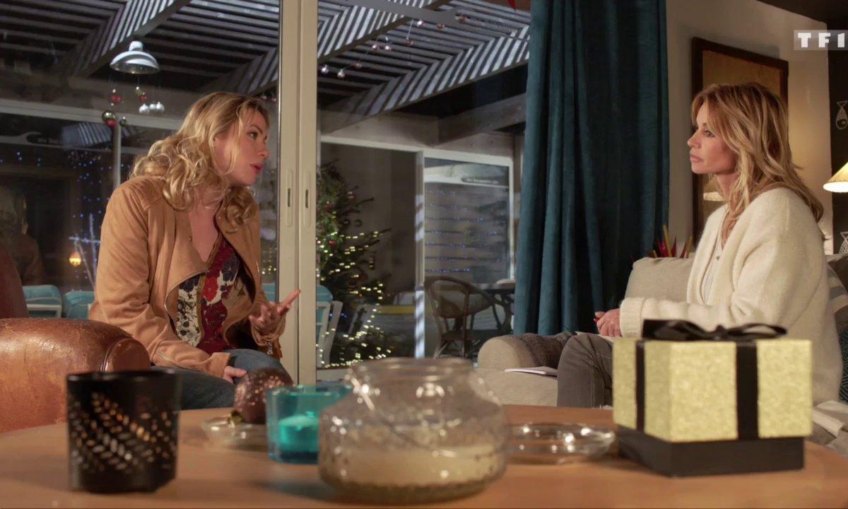 Malheureuse, Chloé se confesse auprès d'Anna sur l'éloignement d'Alex