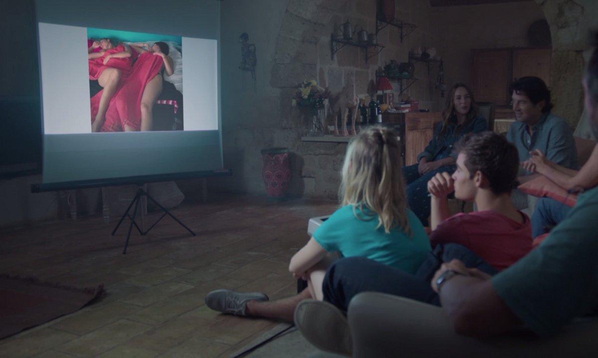 Ce soir dans l'épisode 252, découvrez les photos scandaleuses de Chloé, Rose et Raphaël
