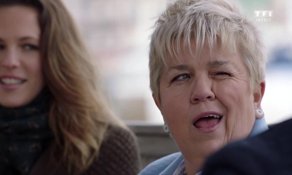 Tante Pénélope est HOT sur les sites de rencontre (épisode 202)