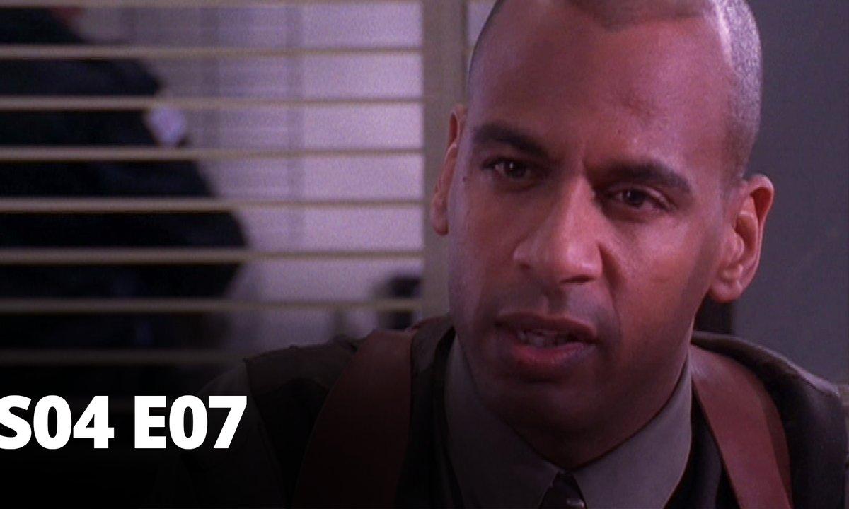 Demain à la une - S04 E07 - L'Ennemi public no 1 - 1re partie