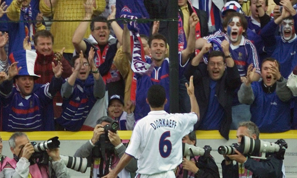 France - Espagne : Revoir le but splendide de Youri Djorkaeff (Euro 2000)