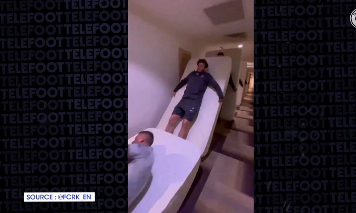 VIDEO - Une équipe se tape un délire et lance des Dominos taille humaine