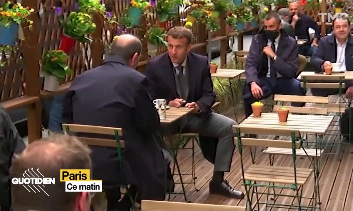 Emmanuel Macron : un café et un manspreading s'il vous plaît