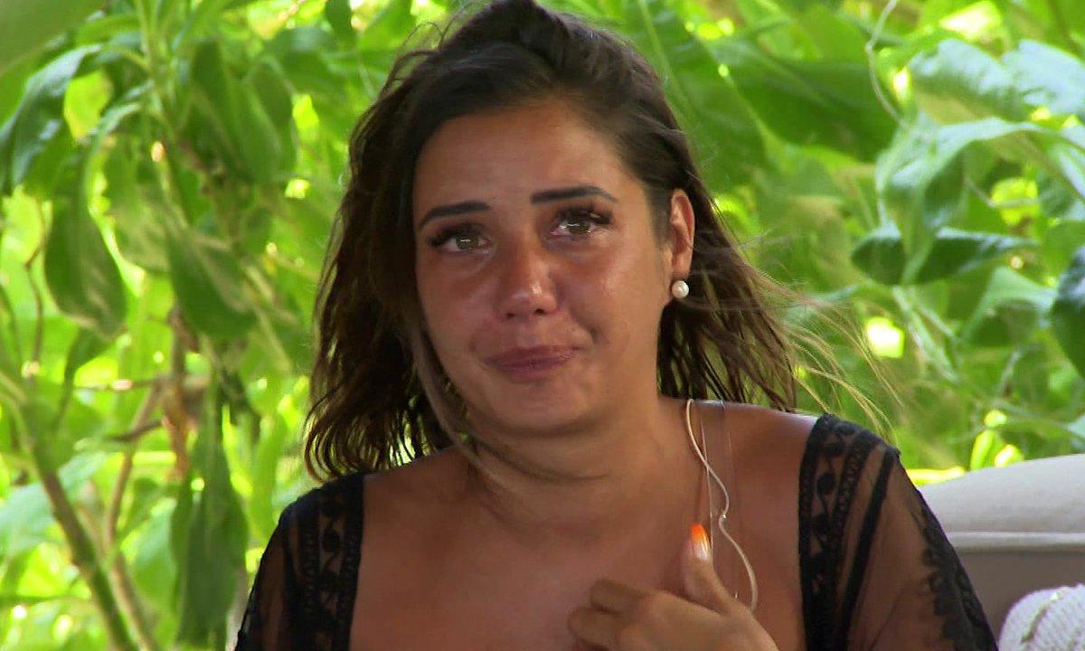 EMOTION - Julie dit au revoir définitivement à Antoine