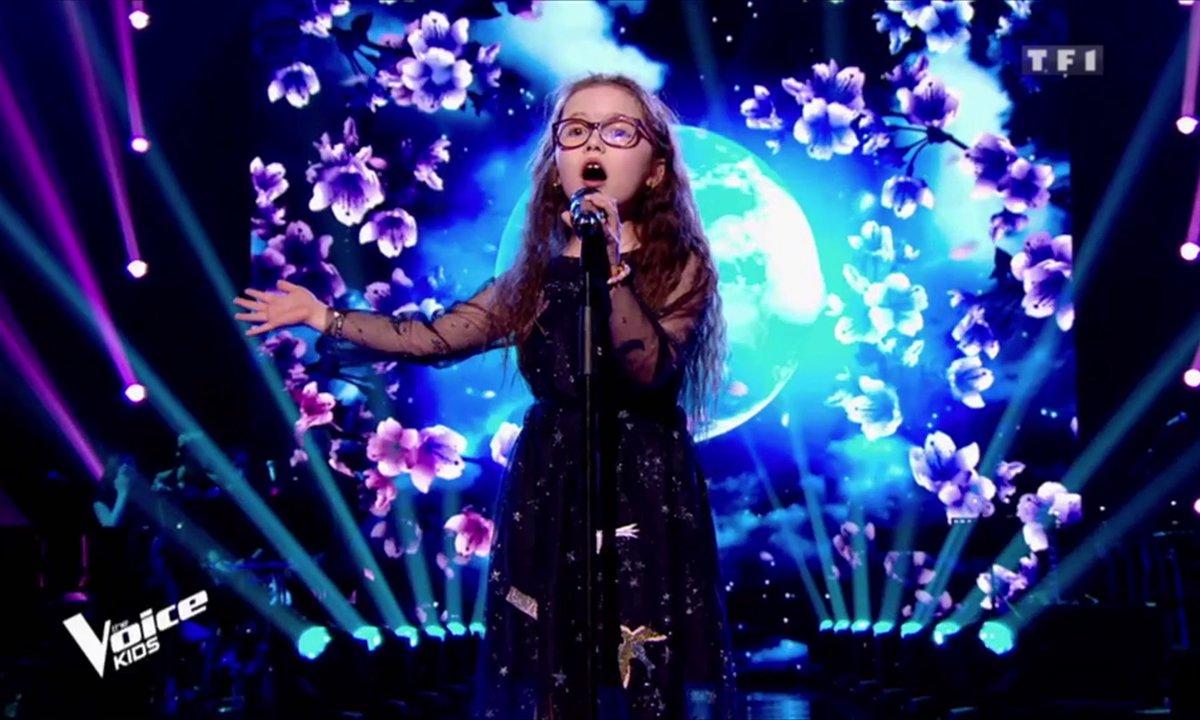 """EXCLU – Emma bouleverse tout le plateau avec sa reprise de Céline Dion """"My Heart Will Go On"""""""