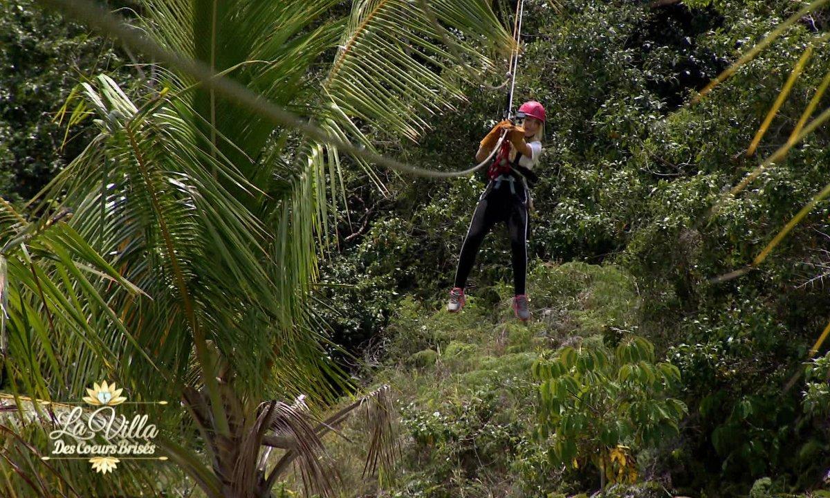 Exclu - Episode 19 : Beverly PANIQUE coincée au dessus du vide en pleine forêt !