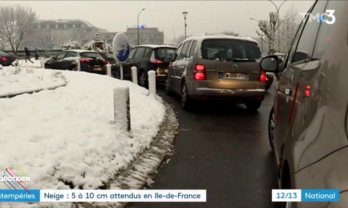 Le fait du jour : après les inondations, la neige déchaîne les JT