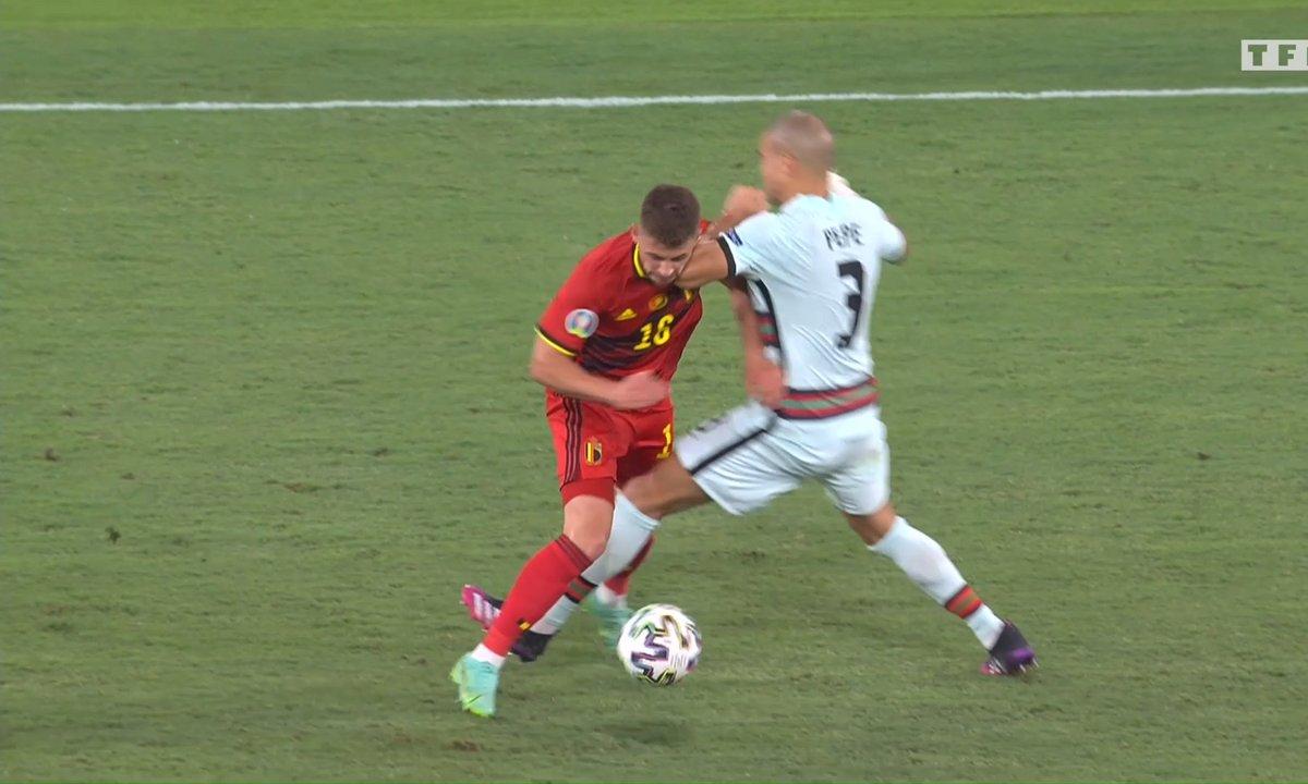Belgique - Portugal (1 - 0) : Le coup de coude de Pepe sur Thorgan Hazard en vidéo
