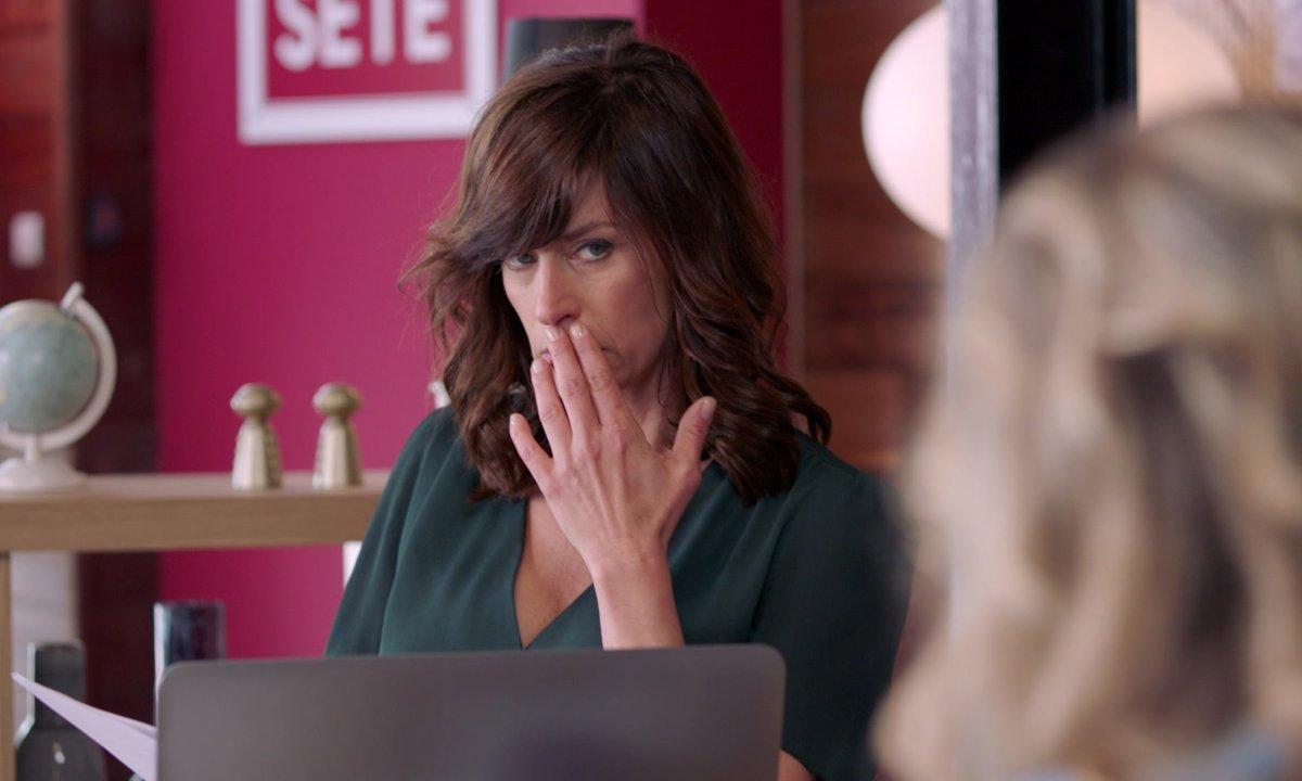 Flore va-t-elle craquer pour Mattéo ? (épisode 239)