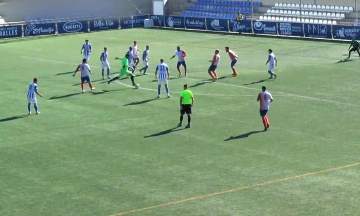 VIDEO - Un gardien marque... et se prend un but du milieu de terrain dans la foulée