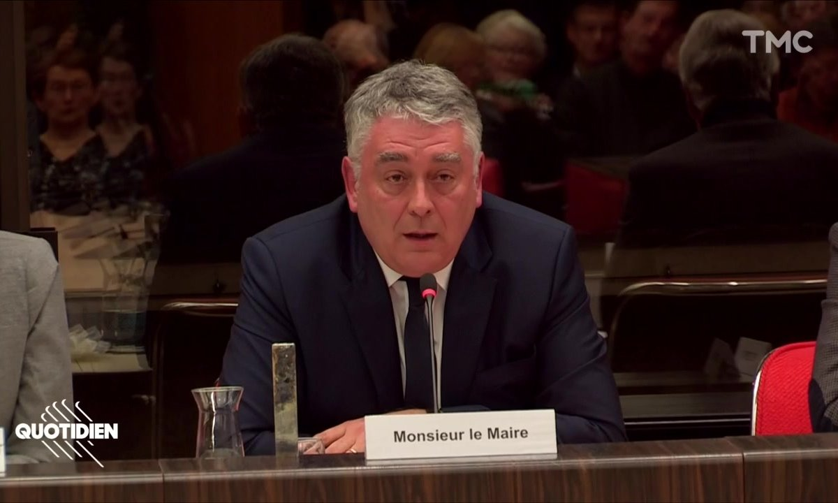 Gilles Bourdouleix : les propos hallucinants du maire de Cholet en guerre contre ses pompiers