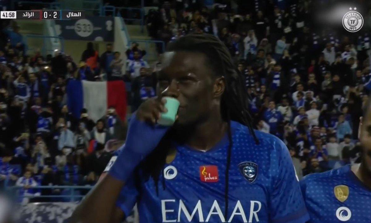 Quand Bafétimbi Gomis célèbre un but... en buvant un café