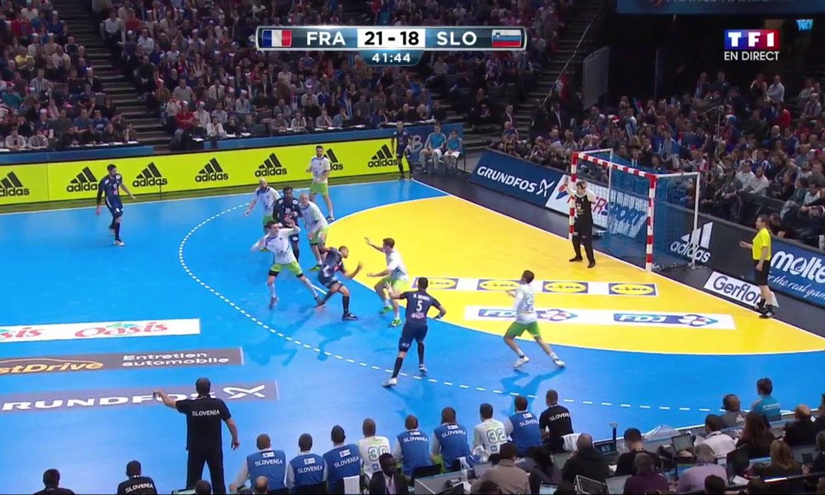 42' France 22 - 18 Slovénie : Le beau but de Narcisse