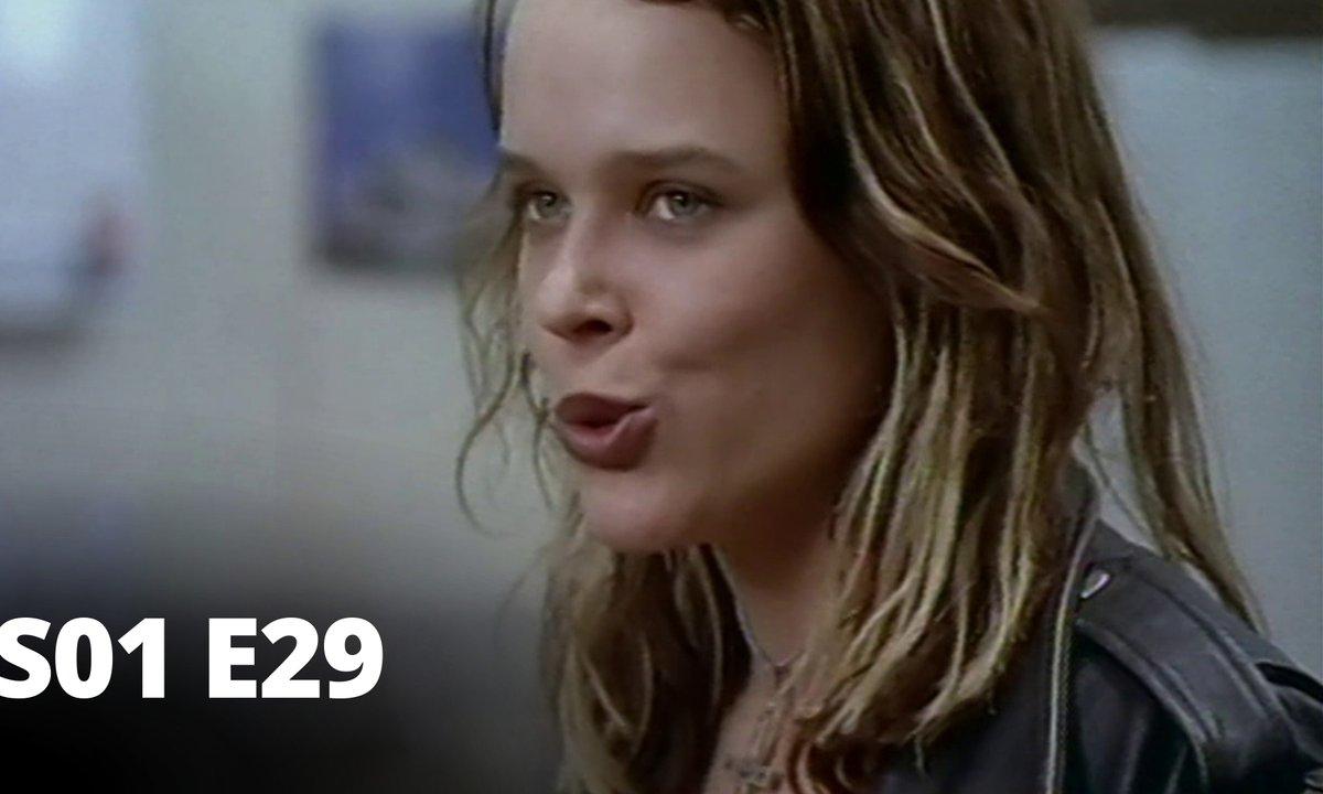 Hartley, coeurs à vif - S01 E29 - Perte de repères