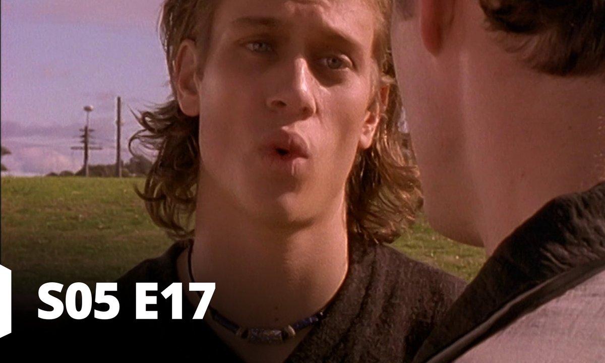 Hartley, coeurs à vif - S05 E17 - Stéroïde